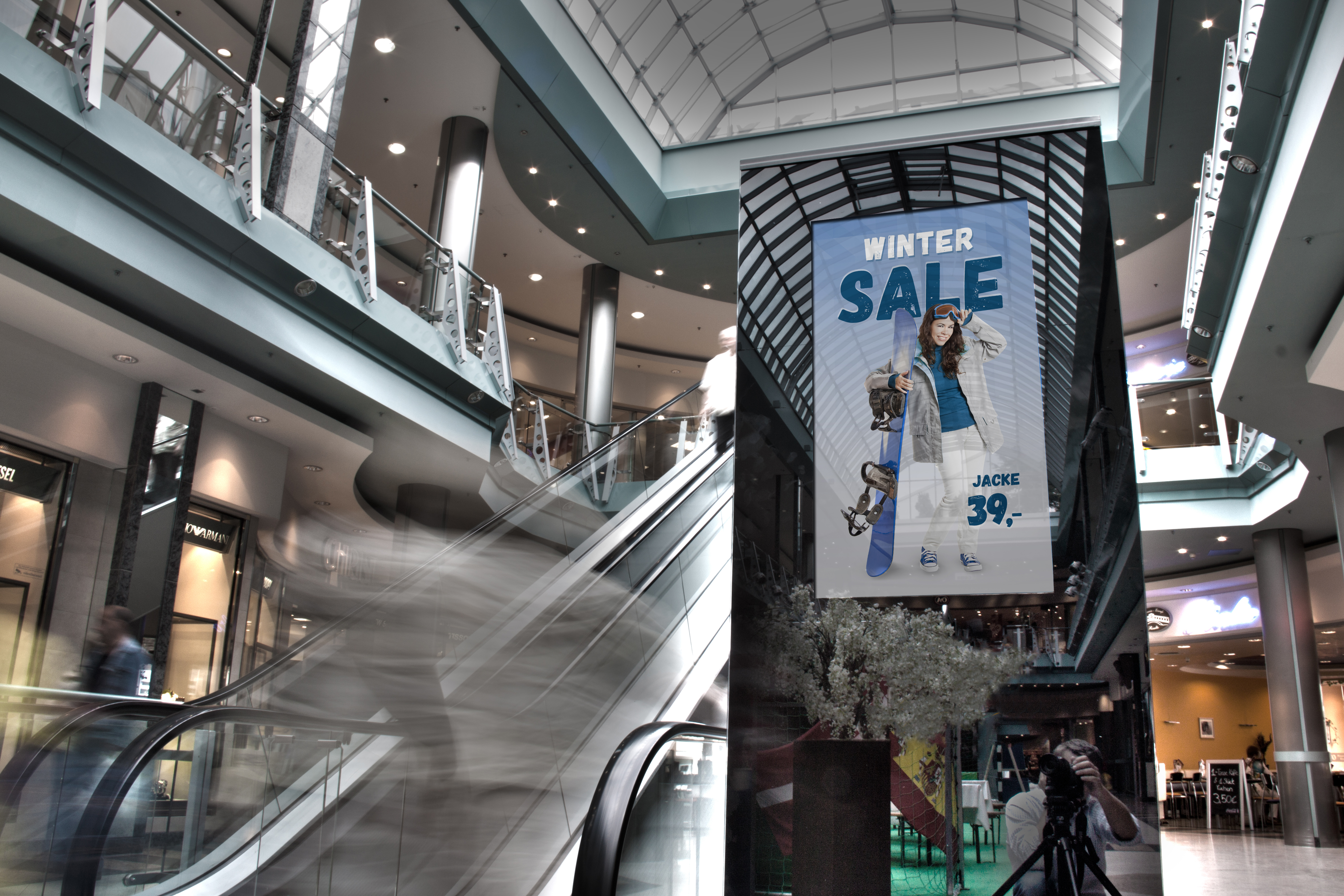 viewneo Digital-Signage Stele Shopping-Center